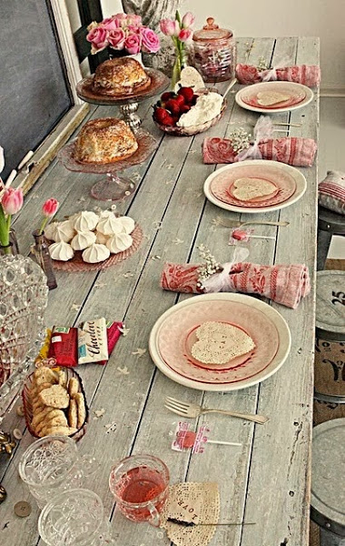 Valentine's Day table decoration. Source TimeForDeco