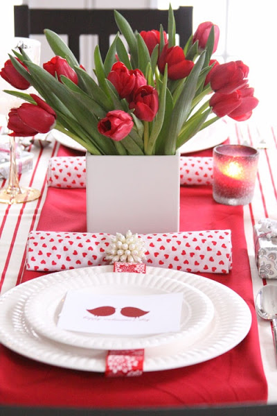 pink-romantic-valentines-day-table-settings