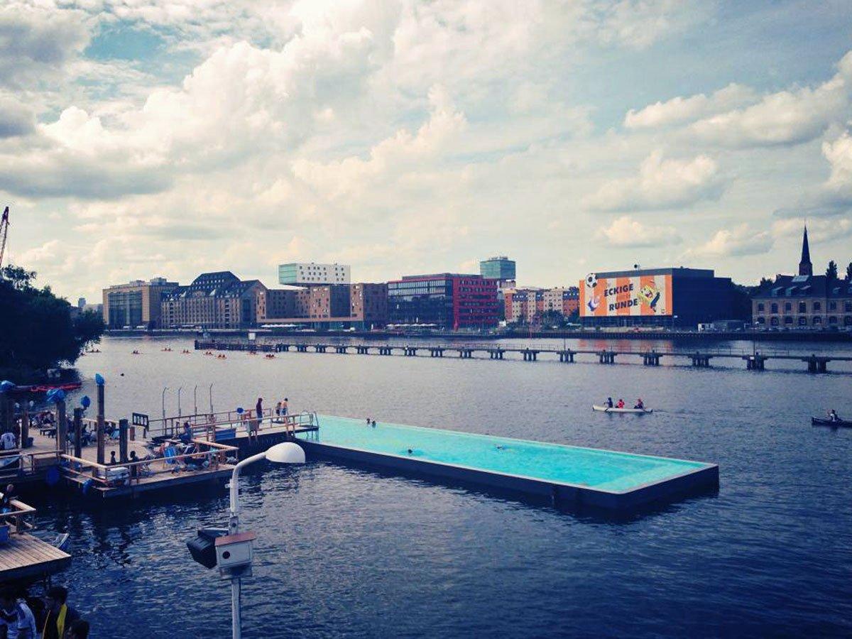 La piscina de arena Badeschiff. Berlín